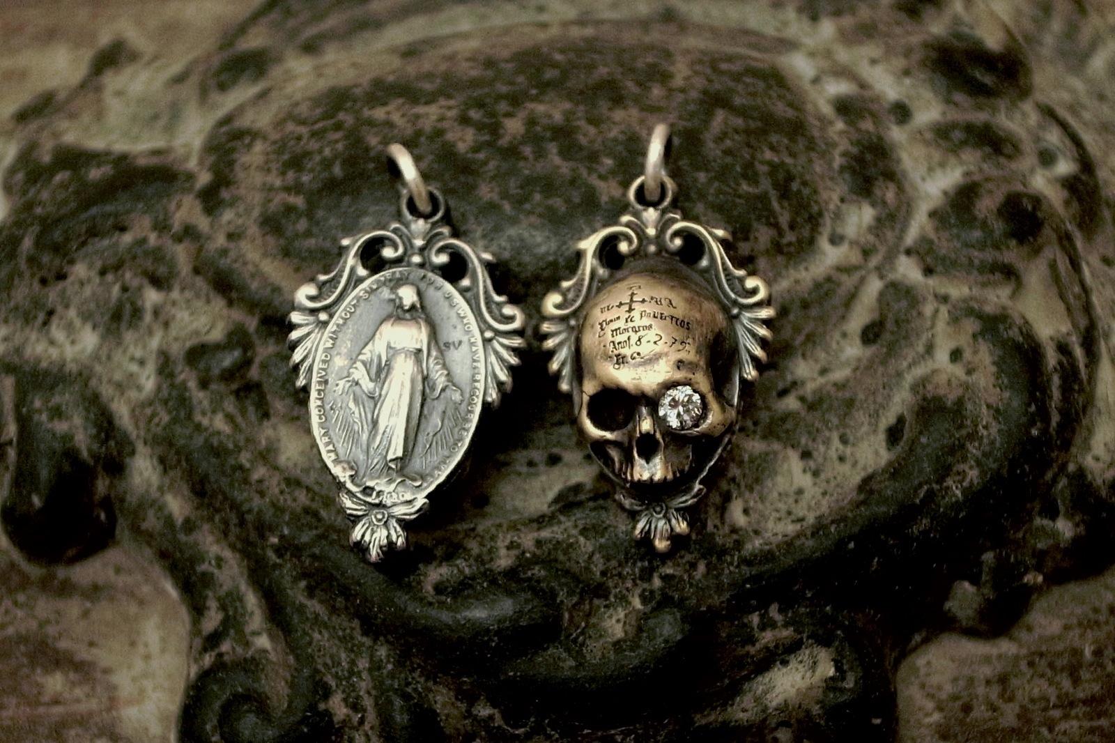 背面は聖母マリアのメダイ【Memento Medaille Pendant】