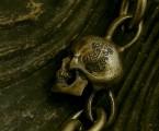 両サイドには聖母マリアをイメージしたユリの花と十字架【Madeleine Skull Bracelet】