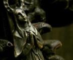 眼球まで再現された繊細な彫刻【Faith Pendant】