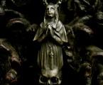 祈りを捧げるシスター【Faith Pendant】