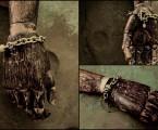 男性実寸のハンドトルソーに着用【Madeleine Skull Bracelet】