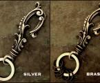 SILVERとBRASSで雰囲気も異なる【Antique Hook Keyholder】
