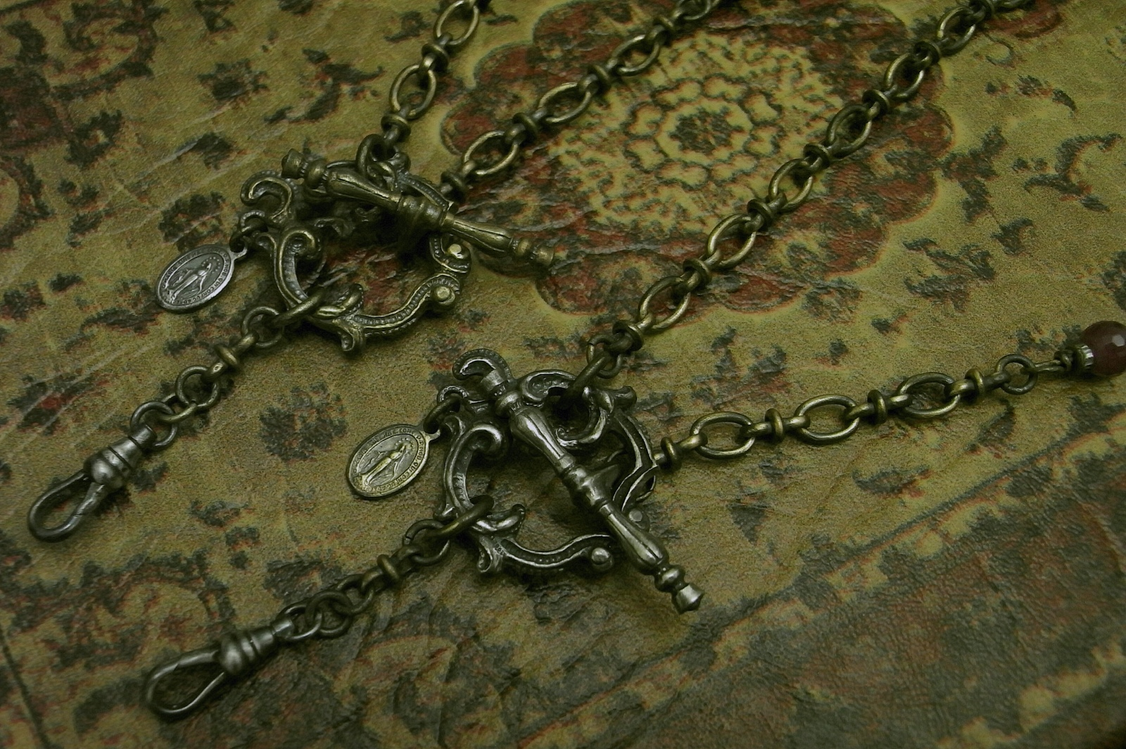 胸元で脱着するロザリオタイプのネックレス【Front Mantel Rosary Necklace】