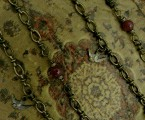 チェーンに連結されているルビーと鳩メダイ【Front Mantel Rosary Necklace】