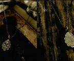 台座はフラワー型のメダイ【Golgotha Charm Necklace】