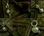 5mmの中にクロスとユリの花の彫刻【Memento Mori Charm Necklace】