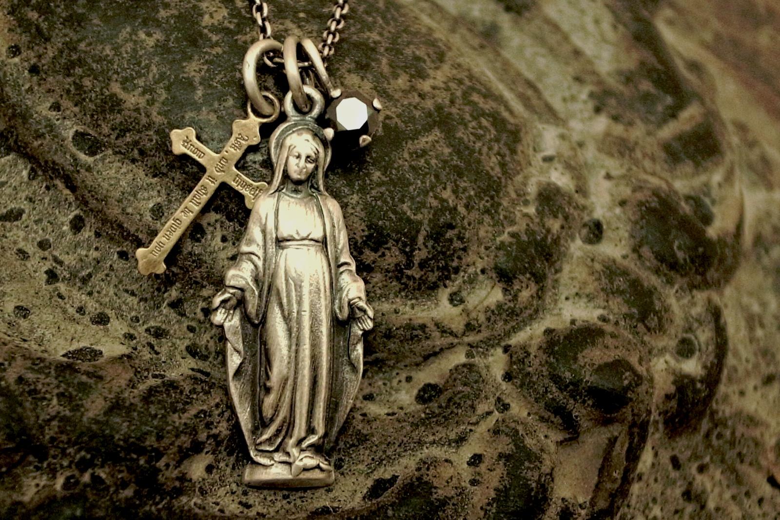 優しい表情の聖母マリア【Maria Necklace】
