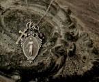 細かい装飾のシルバーメダイとブラスクロス【Grace Mary Necklace】