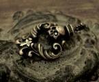 ロココ調とスカルの融合【Rococo Amulet Brass Pendant】