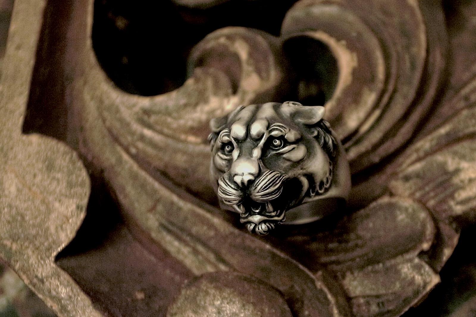 どこかアジアンな雰囲気も感じる【Panther Ring】