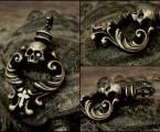 ロココ調の彫刻【Rococo Amulet Brass Pendant】