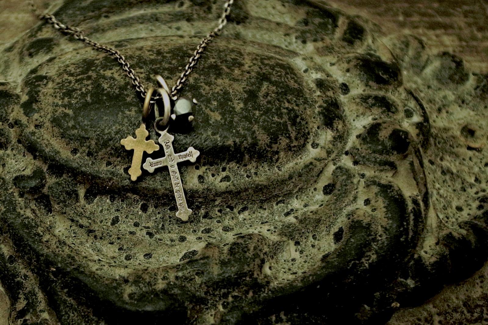 着け易いサイズのクロスネックレス【Admotition Cross Necklace】