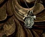 ガーネットとK10YG、パールが上品な印象のネックレス【Floral Maria Necklace】