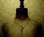 着用画像【Admonition Cross Necklace】