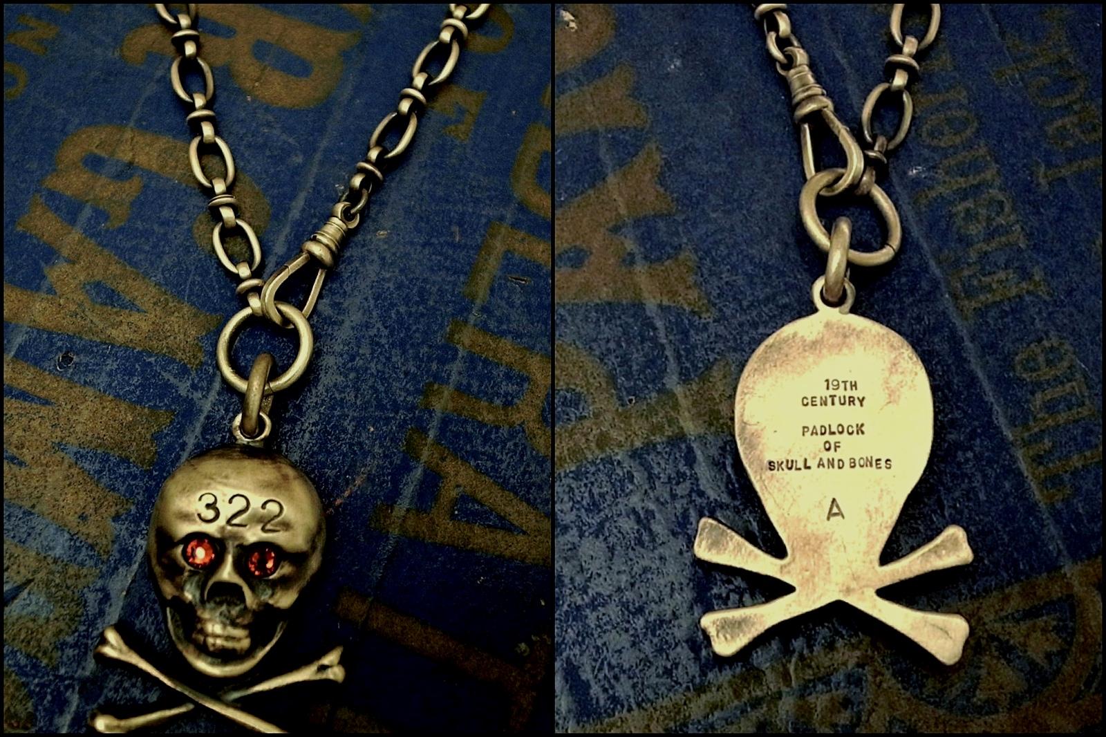 裏には19世紀の南京錠のデザインである事を意味する刻印【322】