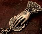 スワロフスキーが妖艶さを演出【Hand Clip Keyholder】